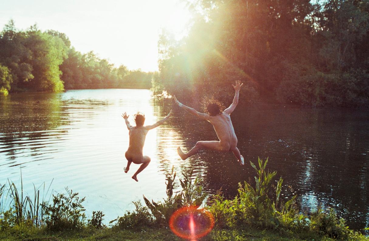 jump water sun
