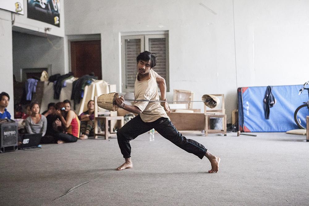 circus kathmandu by roberto rubalcava03